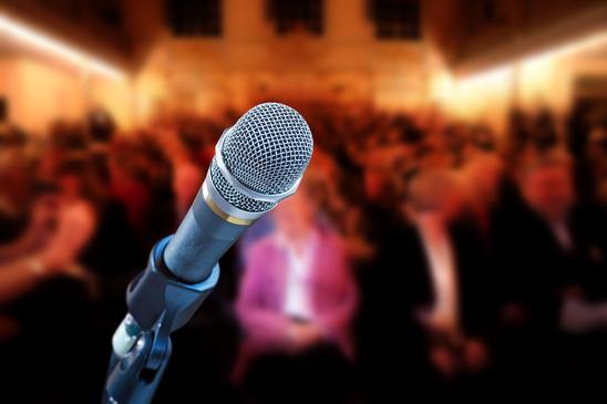 Como escolher um palestrante para seu evento